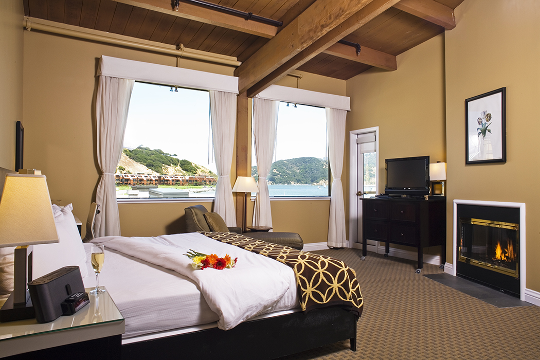 Waters Edge King Room